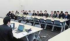 工藤理事長と若者雇用対策について意見交換した党合同会議=3日 参院議員会館