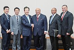 アフリカ3カ国の国連代表を歓迎する山口代表ら=3日 衆院第1議員会館
