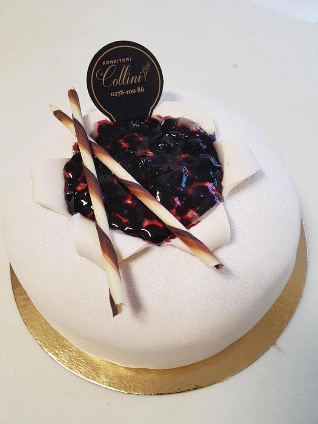Vit prinsesstårta med blåbär