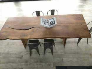 طاولة رفيعة