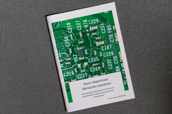 Cover der Studie Wenn Maschinen Menschen bewerten