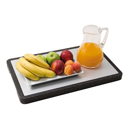 plateau met bord vol fruit en kan jus orange