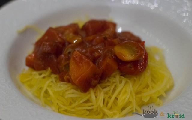 Spaghettipompoen met pittige chorizosaus