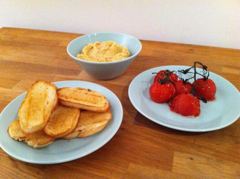 Crostini's met hummus en ovengeroosterde tomaten