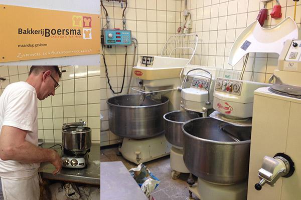 Bakker Sjouke Boersma test de Ankarsrum Assistent Original kneedmachine. In de bakkerij zelf staan iets grotere kneedmachines.