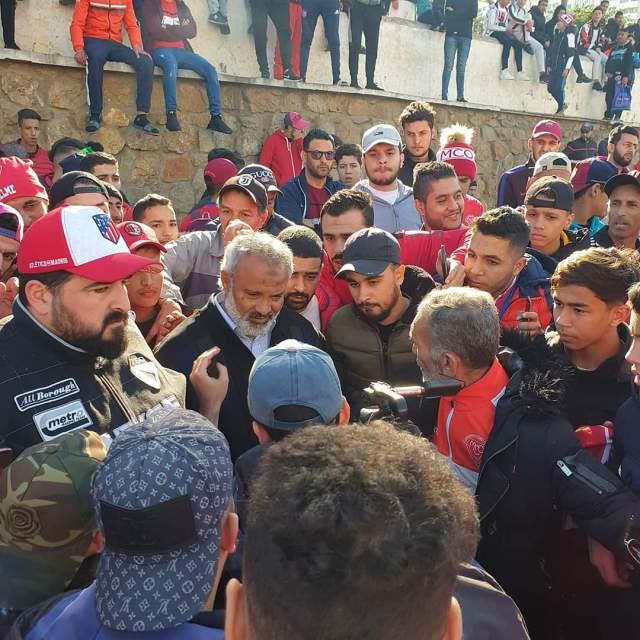 جماهير مولودية وهران تنظم وقفة احتجاجية أمام مقر الولاية 26