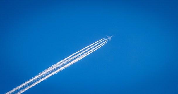 Uçakların Gökyüzünde Bıraktığı İzler Tehlike Saçıyor