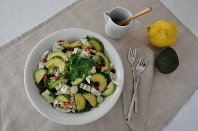 Yaz Aylarında İyi Gidecek Düşük Kalorili 8 Atıştırmalık avakodalı salata