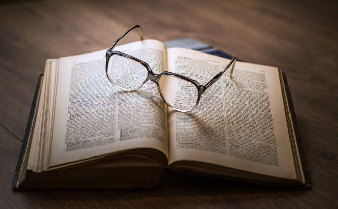 kitap ve gözlük
