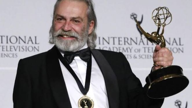 haluk bilginer türkiye'nin en yakışılık emmyli oyuncusu