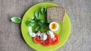 sağlıklı kahvaltı tabağı
