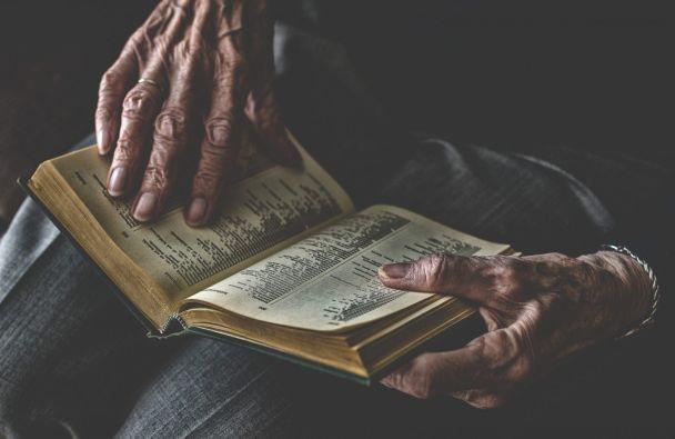 İhtiyarlar ve Kitaplar