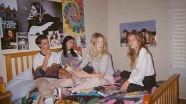 Gençlik, Ayaklanma, Dünya Düzeni