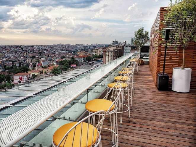 Avrupa Yakası'nda Günbatımı Eşliğinde: Monkey Bar