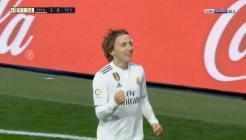 فيديو: أهداف مباراة ريال مدريد واشبيلية 2-0 الدوري الاسباني