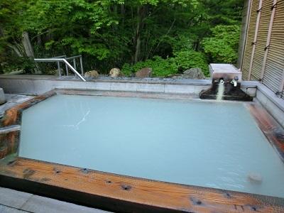 白濁の硫黄泉