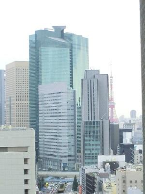 歌舞伎座タワー16階から汐留方面を眺めると、東京タワー見えた