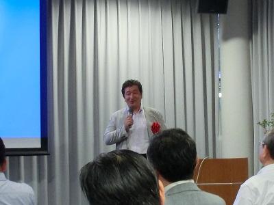 講演する日本製紙お河崎雅行CNF事業室長