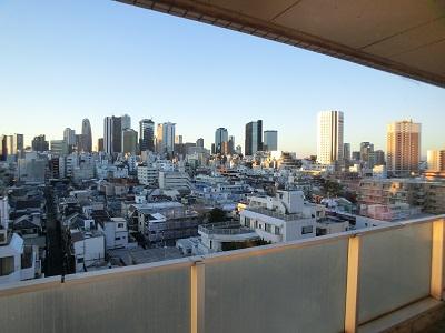 朝日を浴びる新宿副都心(2月1日朝)