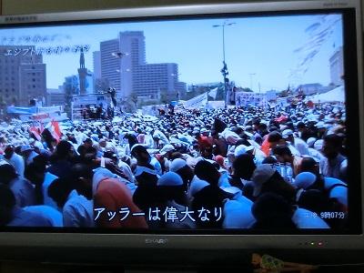 革命広場を埋め尽くした市民(NHK)