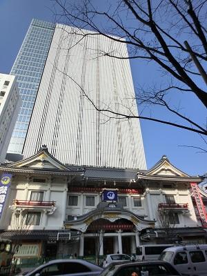 歌舞伎座の背後に聳えるのが歌舞伎座タワー