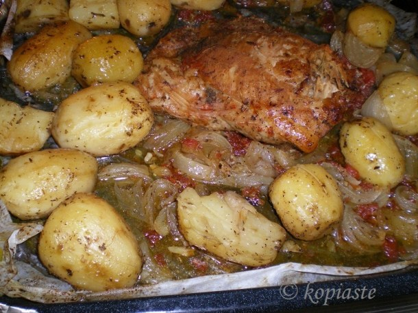 Αγριογούρουνο με πατάτες εικόνα