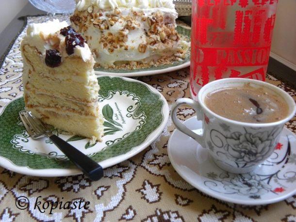 Ελληνικός καφές και κέικ