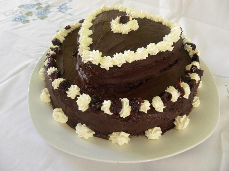 Σοκολατένια Τούρτα Τσίζκεϊκ με Βύσσινο σε Σχήμα Καρδιάς