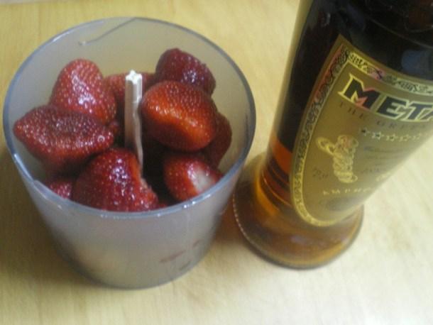 Φράουλες με κονιάκ Μεταξά εικόνα