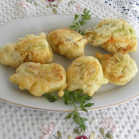 Κολοκυθολουκουμάδες (Κολοκυθοανθοί Γεμιστοί με Τυρί)