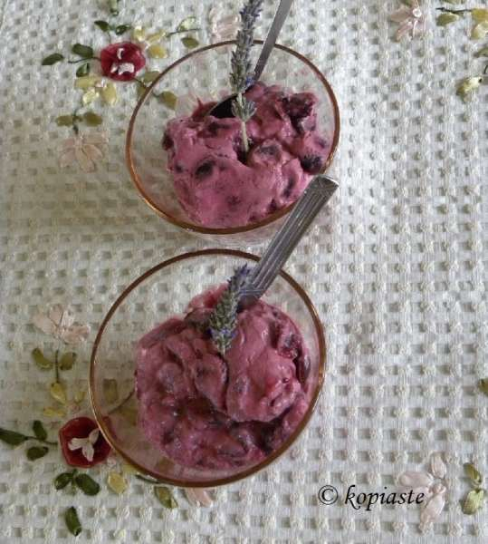 Yoghurt Cherry lavender cream