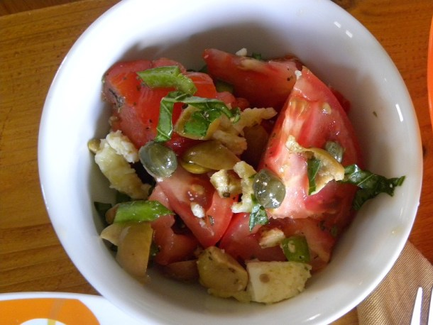 Σαλάτα ντομάτας βασιλικού εικόνα