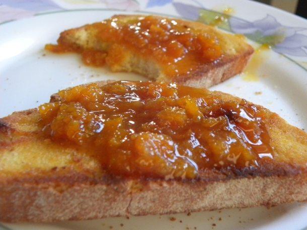 Φρυγανισμένο Ψωμί με Μαρμελάδα Μανταρίνι εικόνα