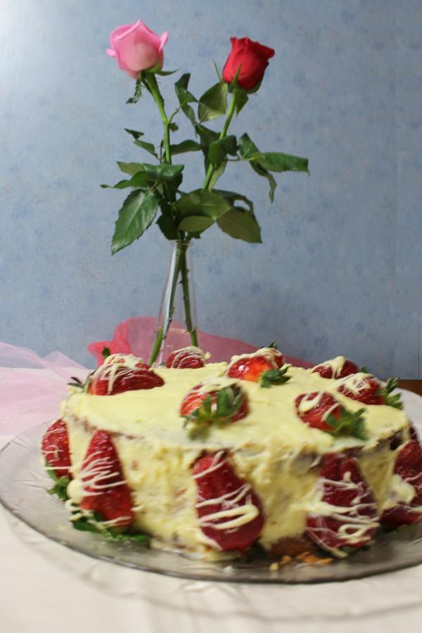 Τούρτα φράουλας και τριαντάφυλλα