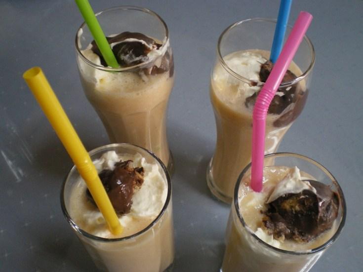 Μιλκσέικ με Τρία Φρούτα, Σαντιγύ και Παγωτό