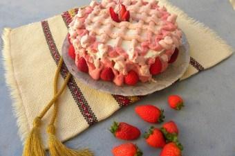 Τούρτα μπαβαρουαζ φράουλας φωτογραφία