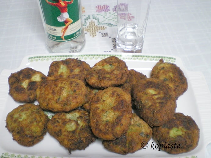 Kolokythokeftedes zucchiini fritters picture