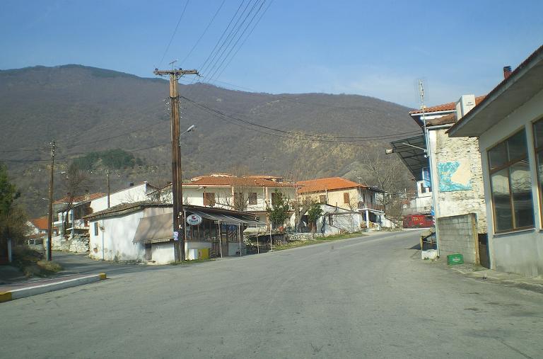 road to Ano Porroia