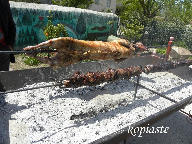 kokoretsi and lamb on the spit image