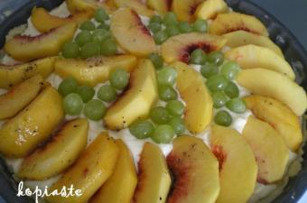 peach and grapes tart image