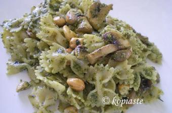 Farfalle with cashews image