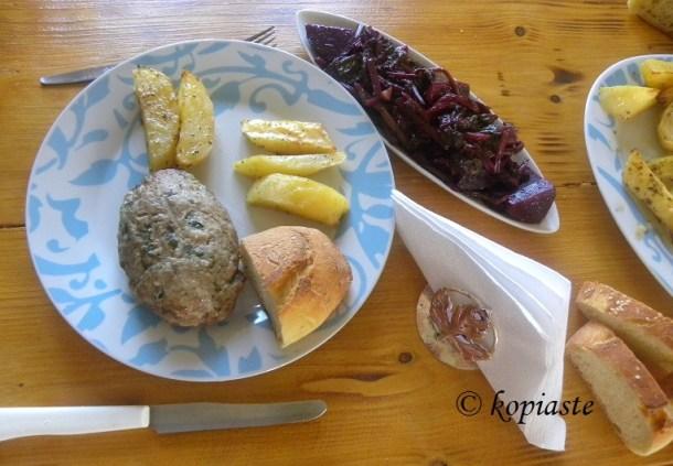Mpifteki with baked potatoes