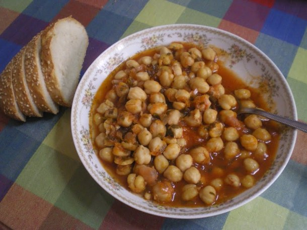 Revithia sti Gastra stewed chickpeas picture