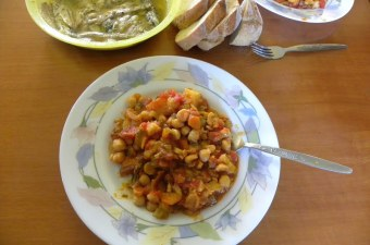 Revithia sti gastra stewed chickpeas image