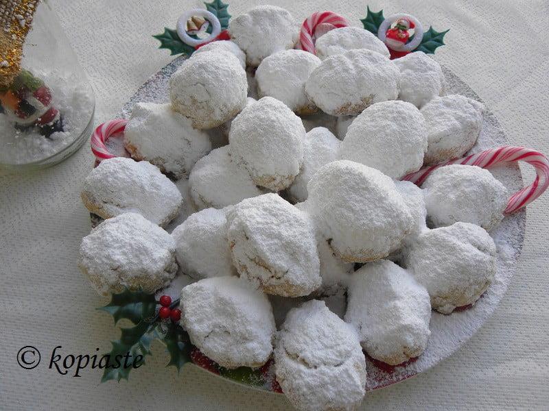 Kourabiedes Christmas cookies