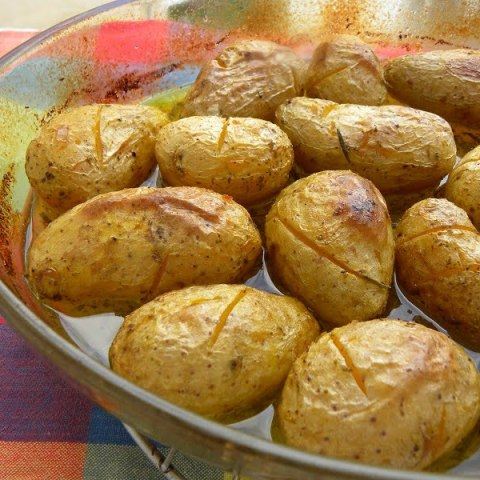 Patates Lemonates (Lemony Greek roasted Potatoes) my way