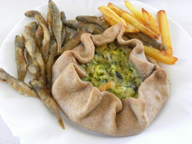 koukoulopita with fish and fries image