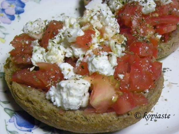 Dakos with feta