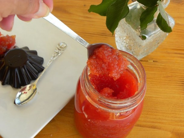 quince jam on dessert image