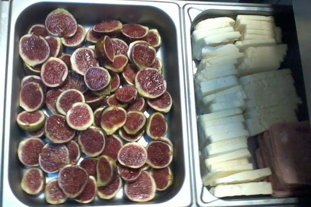 Halloumi and figs image